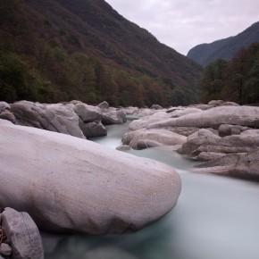 Verzasca - Zusammenspiel von Fels und Wasser