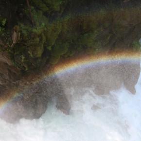 Vom Bergsee zum tosenden Wasserfall